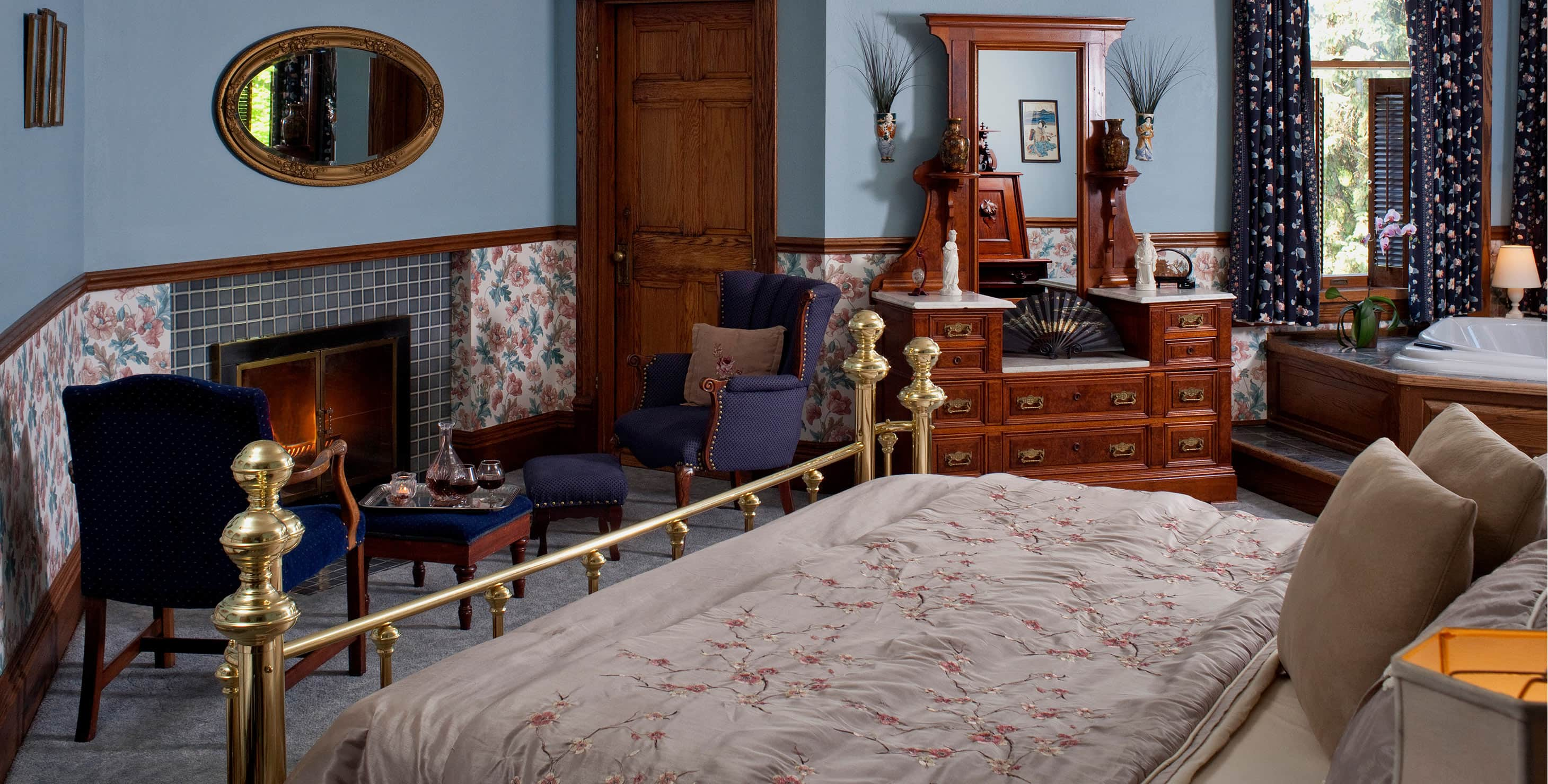 Bed and decorative fireplace in Room VII